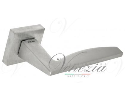 Дверная ручка Fratelli Cattini TECH 8-CS на квадратной розетке матовый хром